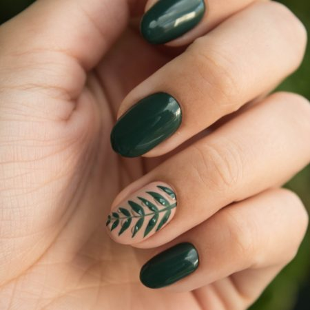 green-manicure-art-close-up-photo-704815