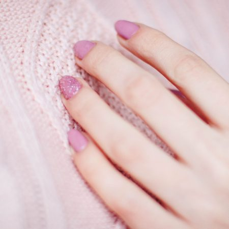 woman-with-pink-manicure-939834 (1)